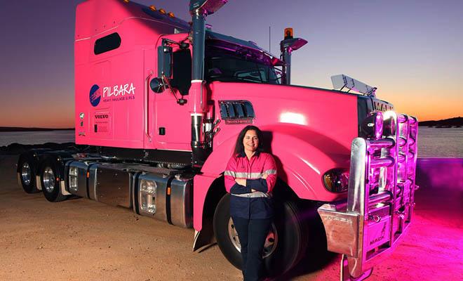 Женщины за рулем грузовиков. Часть 2.